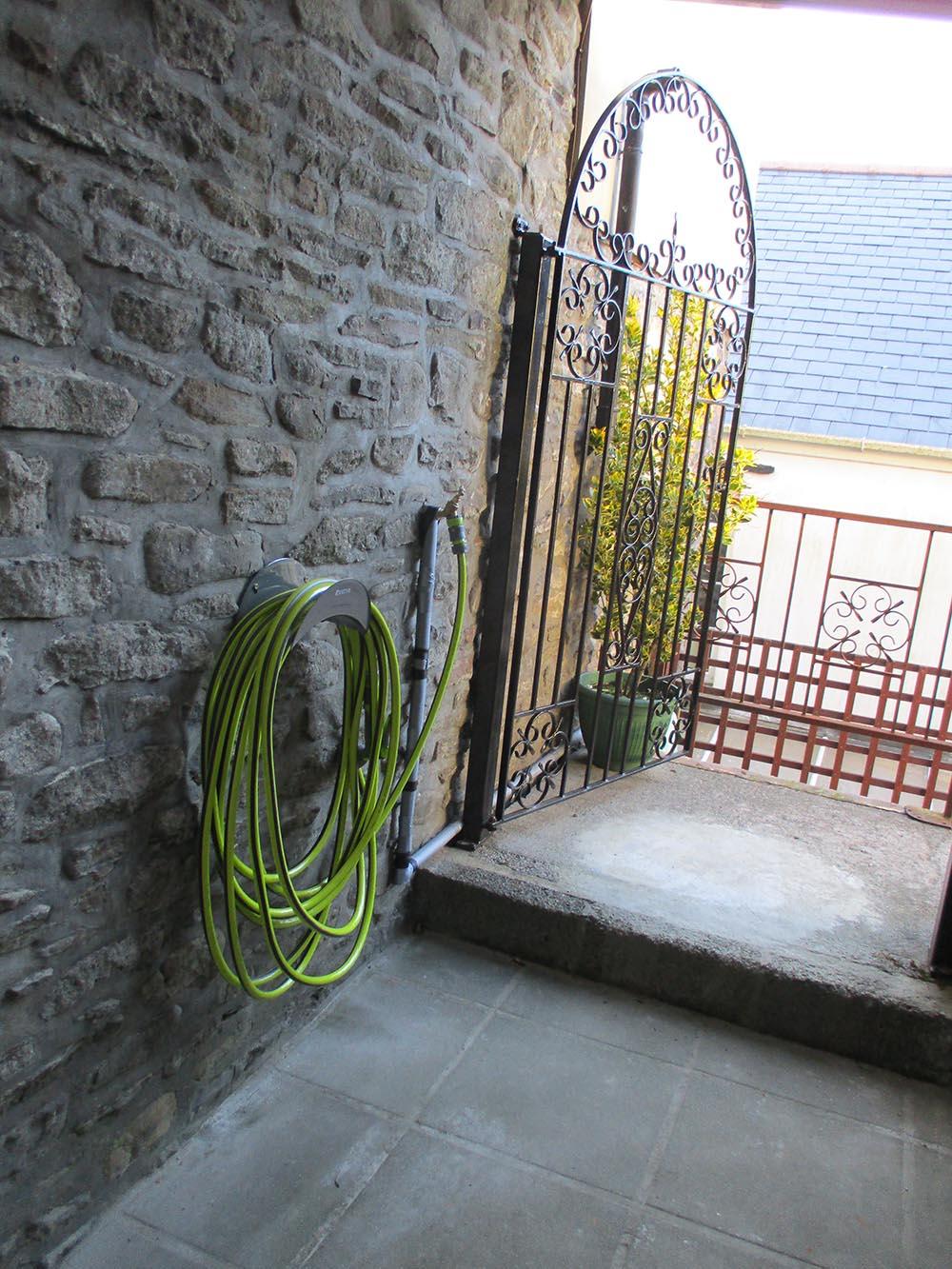Glyndwr Cottage bike cleaning